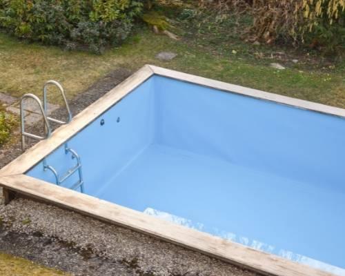 lawn sprinkler service repairing pool main